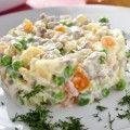 Этот салат и действительно самый вкусный салат из тех, что я пробовала. Я говорю о мясных салатах. Он очень просто готовиться и продукты очень доступные. Главное условие это именно красный болгарский перец! Когда приготовите поймете почему. Он оттеняет вкус мяса, и вносит определенный вкус, поверьте что с перцем другого цвета , Вы этого не добьетесь. …