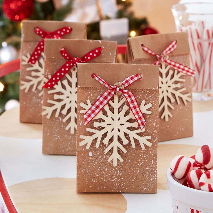Let your guests take home their treats in these DIY Snowflake Favor Bags