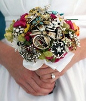 Lovely brooch bouquet, make your bouquet personally with brooches from loved ones.