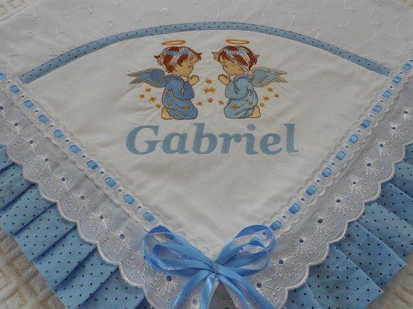 Manta de Laise bordada com nome e desenho acabamento com tecido 100%algodão e passa fitas R$ 88,00