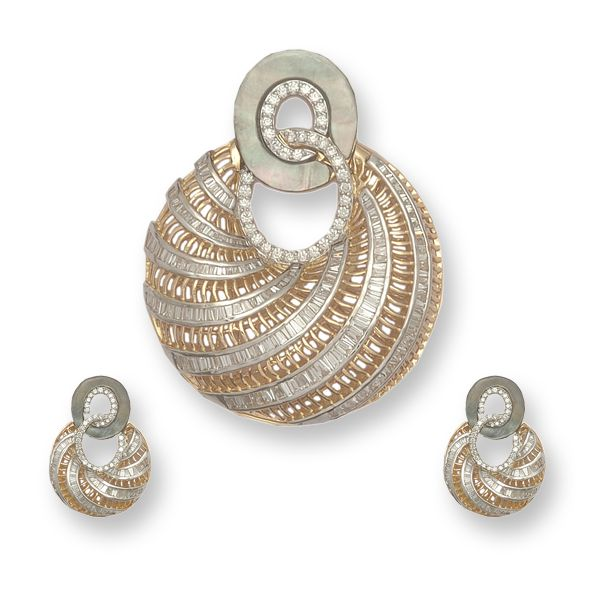 very pretty   Pendant Set by http://www.AnmolJewellers.in/ (Mumbai  Gurgaon) is crafted in 18k gold. Baguettes, round brilliant and mother of pearl are set together giving the piece a bold look.