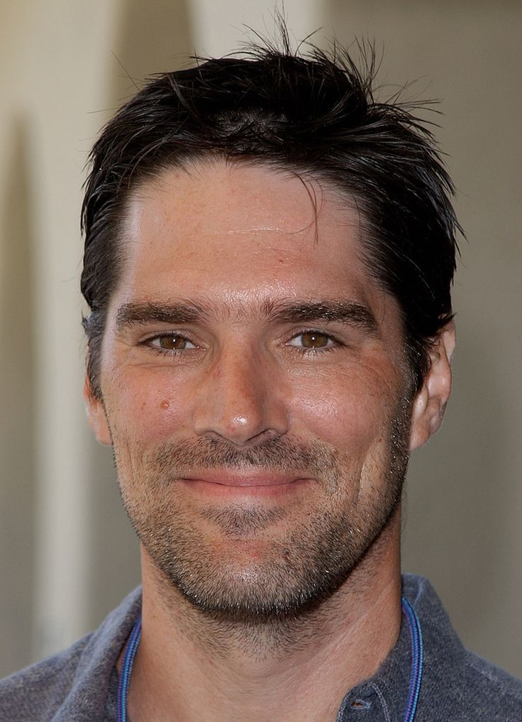 thomas gibson - SOOOOO nice to see him smiling... We rarely get to see that side of him on CM! Loved him on Darma n Greg :) Too funny