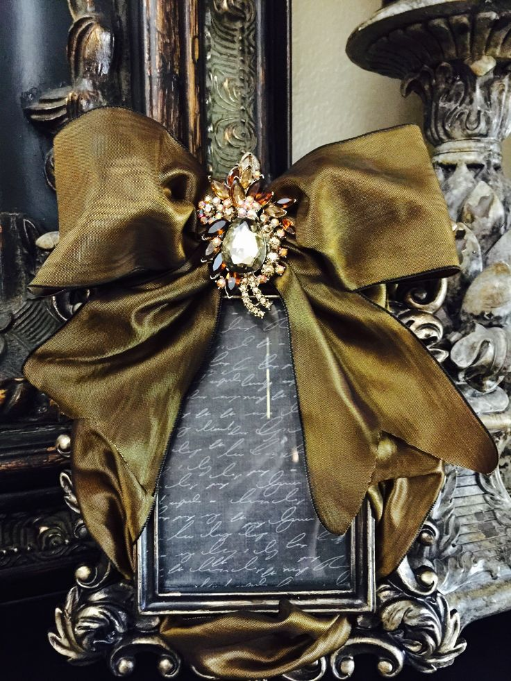 Fancy frame. Weave silk ribbon in a photo frame and add a brooch.