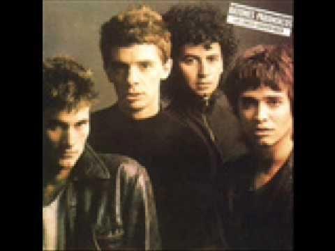 Ratones Paranoicos - Carolina (1988), esta versión contiene arreglos de piano y saxo.