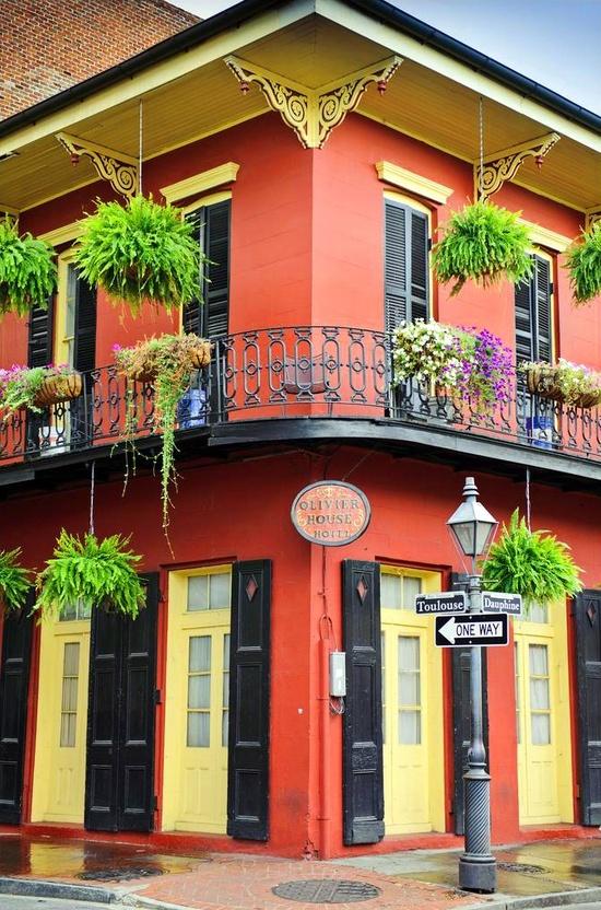 New orleans louisiana 1 block from bourbon and - Fachadas de casas pintadas ...