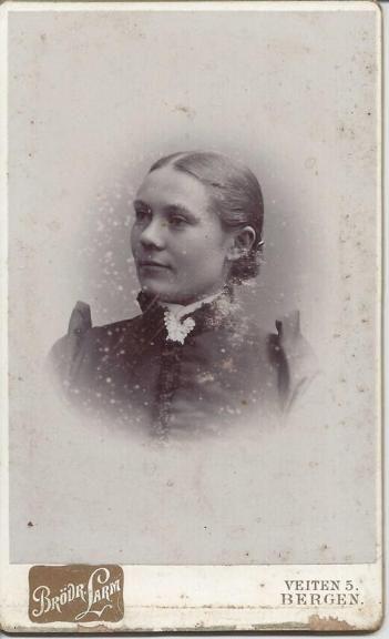 Unknown woman from my grandmothers Family. Ukjent kvinne i fra Apelseth-slekten #genealogy, #oldphoto, #slektsforskning