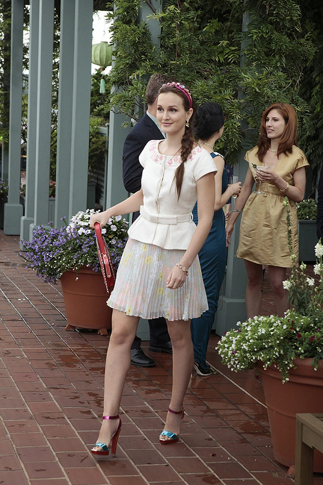 Blair Waldorf - Alice and Olivia skirt. Valentino bag. Christian Louboutin shoes