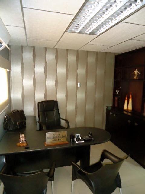 Diseño y proyecto de esta linda oficina por Ana María Balda