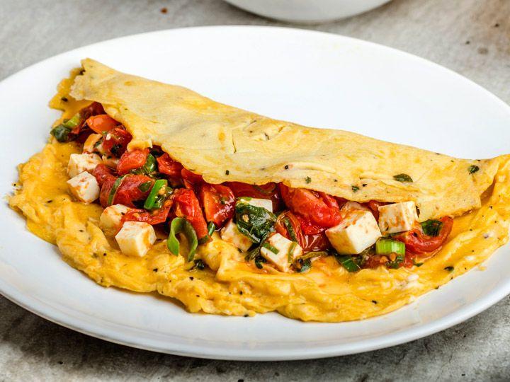 Mediterranes Tomaten-Feta Omelett