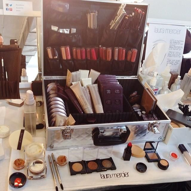 I'll take one large trunk full of all the @Laura Mercier makeup ever, please and thank you.