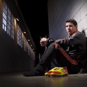 Znacie Lionela Messiego? Pewnie mało jest takich osób, które nie kojarzą jednego z dwóch najlepszych obecnie piłkarzy na świecie. http://blog.ruszamysie.pl/adidas-micoach-sledzic-bedzie-kazdy-ruch-messiego/