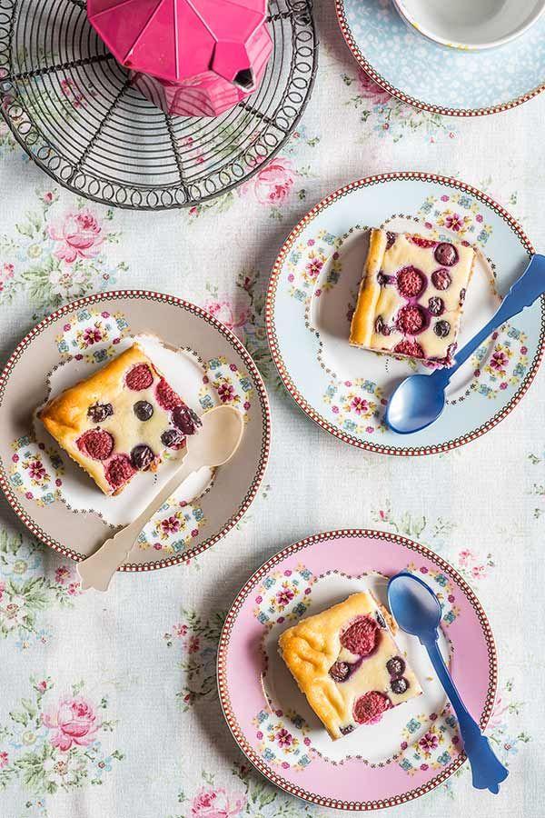 Pastelitos de queso con frutas rojas