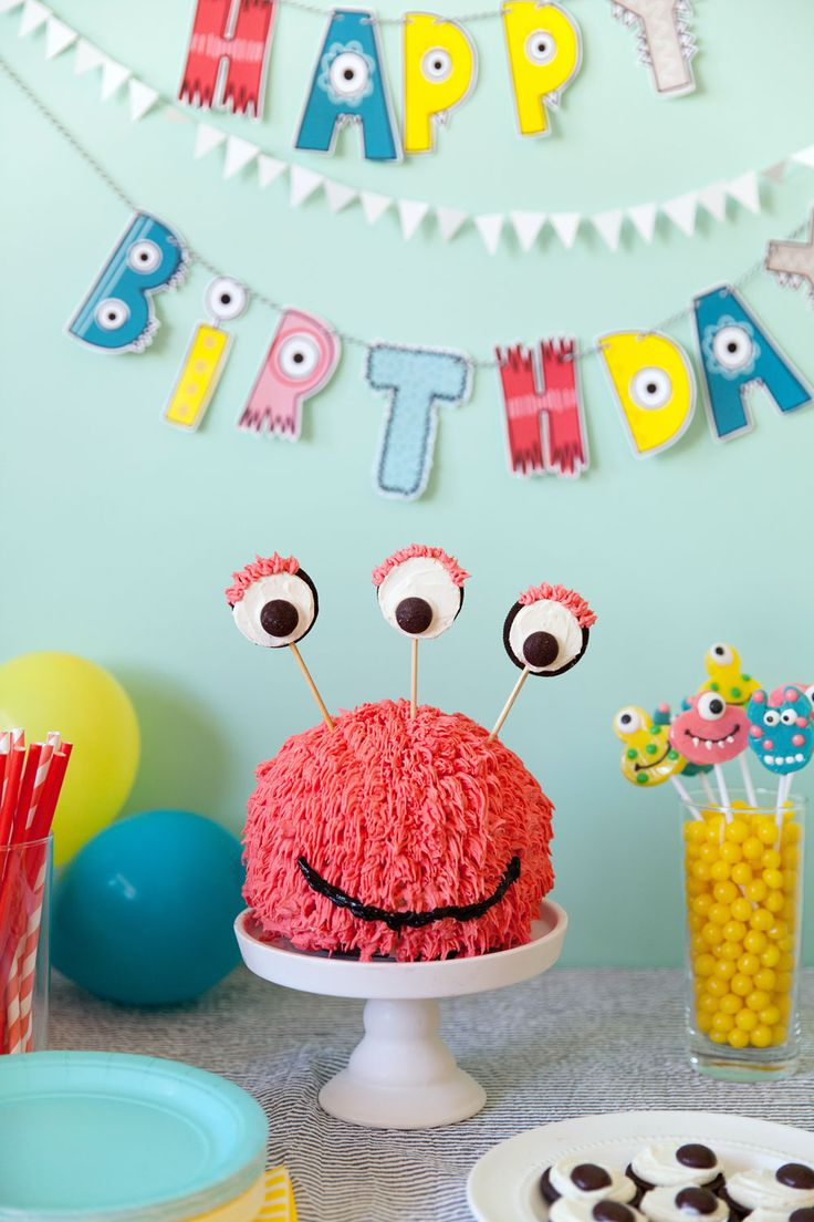 I love throwing kids birthdays, they are always so much fun! So when my 4 year old asked for a Monster Dance Party, I knew it was going to be a good one! This party was so much fun to put together and I'm sharing all the details! Monster banners, fun crafts and cute cakes!