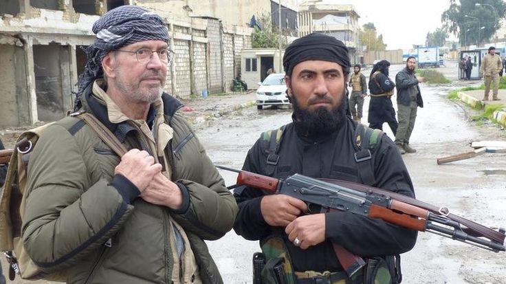 Ein Kommandant der dschihadistischen al-Nusra-Front beschwerte sich in einem Interview gegenüber Jürgen Todenhöfer, dass die Unterstützung durch den Westen noch nicht ausreicht. Der Anführer erklärt offen, dass die USA, die Türkei und die Golf-Staaten ihn unterstützen. RT Korrespondentin Gayane Chichakyan geht in Washington den Aussagen nach.