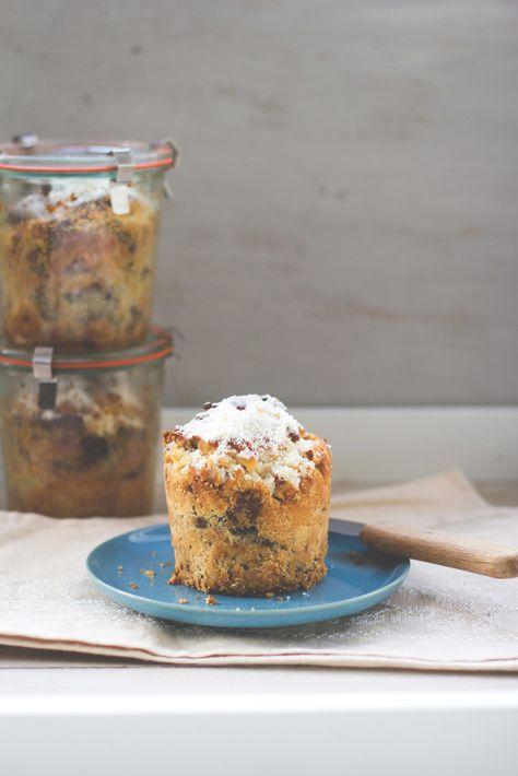 Weihnachtsgeschenke aus der Küche: Rezept für Hefe-Butter-Stollen mit gerösteten Haselnüssen und Nougat im Glas