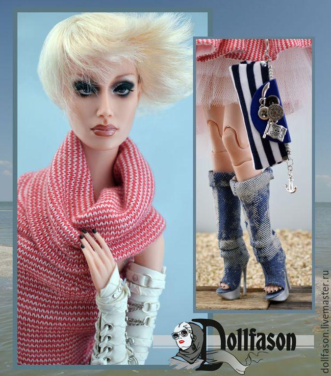 Купить или заказать Одежда для коллекционных кукол, 2015 г. Наряд №3'Морской узел'. в интернет-магазине на Ярмарке Мастеров. Коллекция - август 2015 г! Наряд входит в коллекцию 'Морской узел'. Наряд состоит из трикотажного платья с ассимитричной юбкой,в бело-красную полоску, клатча в полоску, с отделкой из кожи темно-синего цвета, летних сапог из джингсовой ткани и длинных митенок из кожи, с тиснением под питона. Застежка сапог - молния, митенки - шнуровка и ремешки, платье без застежки…