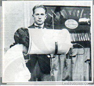Fotos escalofriantes: Con estos aparatos se arregalaban el cabello las mujeres en 1928 - http://www.leanoticias.com/2011/10/10/escalofriante-lo-que-se-usaba-en-las-peluqueras-de-1928/