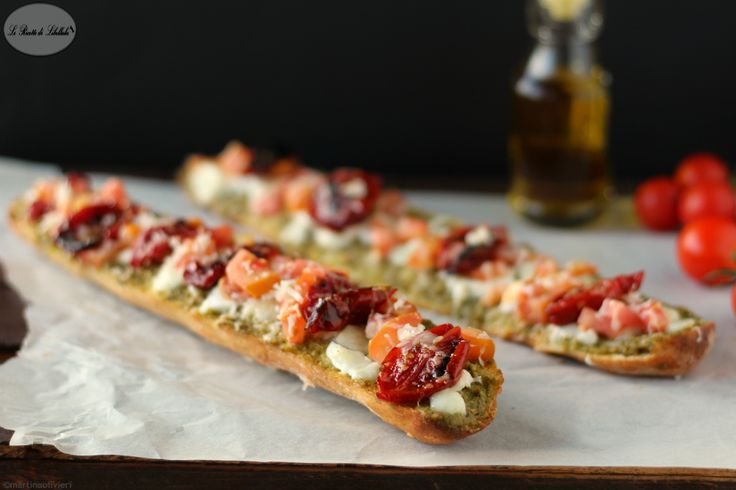 Baguette con pesto e pomodorini