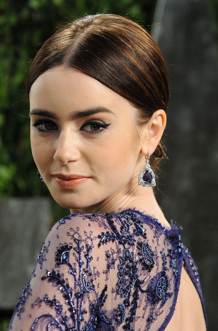 ( 2018 ★ CELEBRITIES BIRTHDAY ★ LILY COLLINS ) ★ Lily Jane Collins - Saturday, March 18, 1989 - 5' 5'' 119 lbs (+ -) 32-23-33 - Guildford, Surrey, England, UK.
