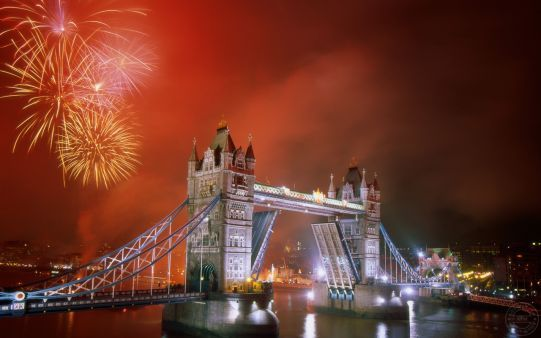 http://alliswall.com/travel/light-up-the-night-tower-bridge