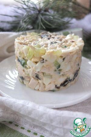 Рецепт: Куриный салат с черносливом