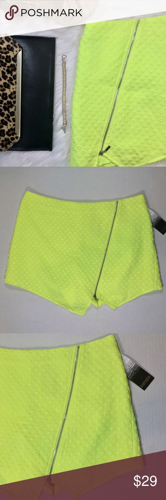 NWT Kensie zippered lime green skort NWT. Crazy cute Kensie skort in a gorgeous lime green color.   🛍Size: Medium 🛍 Features a front silver slanted decoration zipper and a functional back zipper for easy on and off. Kensie Shorts Skorts