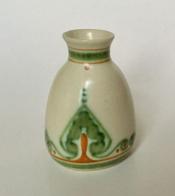 Vase design Bert Nienhuis executed by Plateelbakkerij De Distel Amsterdam circa 1903-1910. Dutch Nieuwe Kunst.