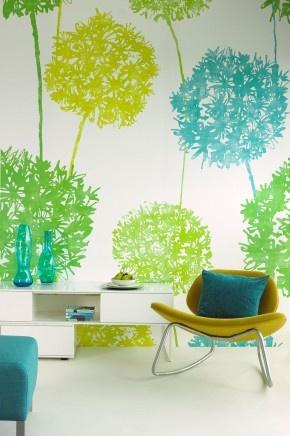 Eijffinger behang met blauwe, gele en groene bomen. Voor wie veel van de natuur en van frisse kleuren houdt, is dit behang van Eijffinger een goede keuze. Eijffinger