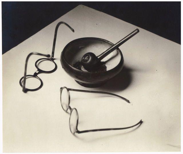 Труба Мондриана и очки, 1926, Андре Кертес