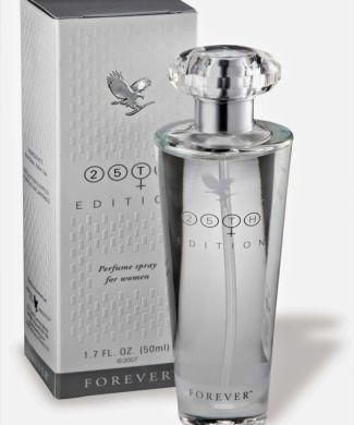 25th Edition® Fragrance for Women. Een heerlijke frisse parfum, speciaal ontworpen voor de moderne vrouw. De fragrance is een fris bloemenboeket van magnolia, jasmijn en witte lelie. Warme, muskusachtige houtsoorten zijn toegevoegd om een zachte en vrouwelijke geur te creëren.