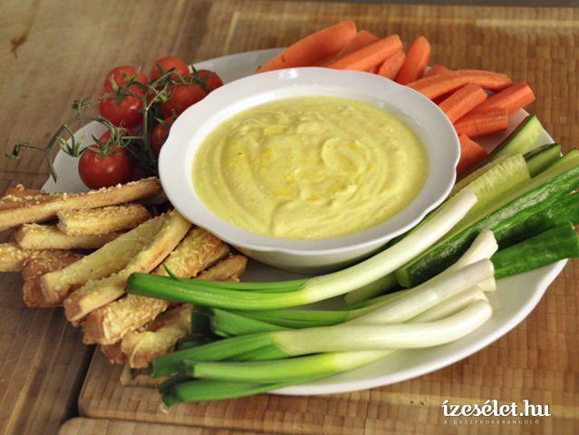Krémes, fűszeres mártogató idény zöldségekhez, szuperegészséges kurkumával. Év eleji fogyókúrához is szívből ajánljuk!