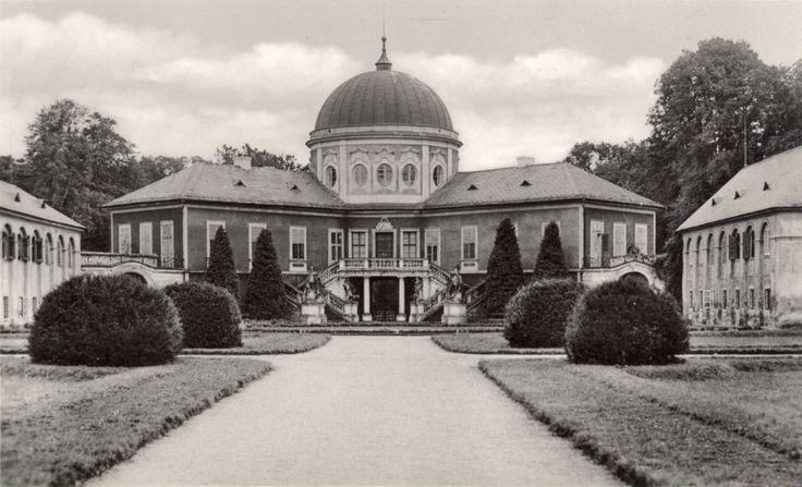 Zámek Veltrusy v roce 1944