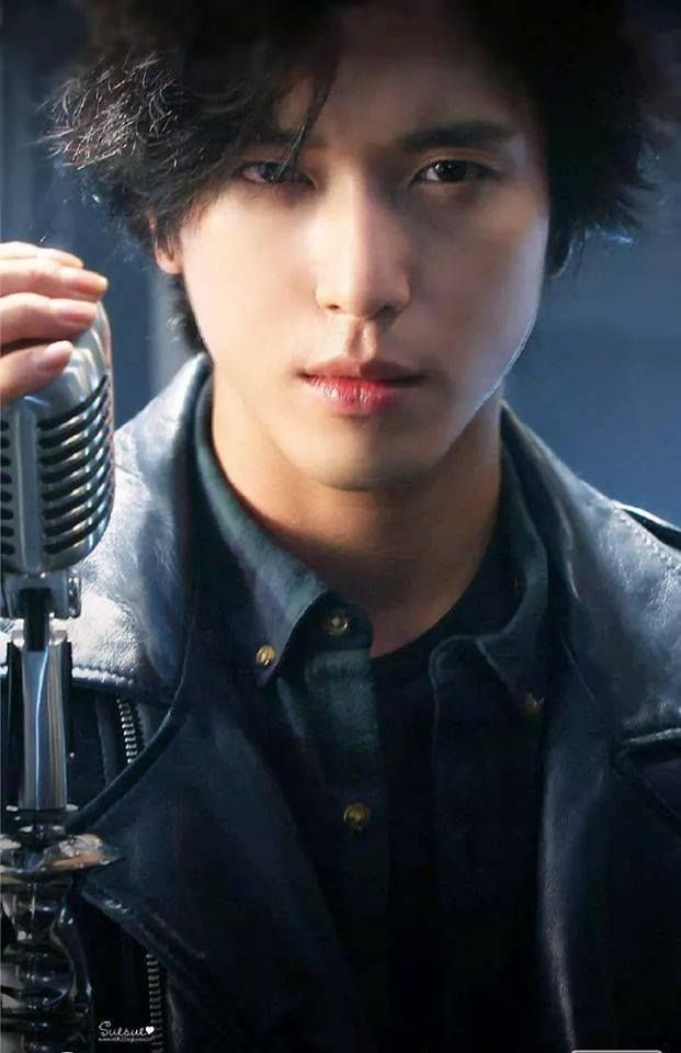 Jung Yong Hwa / CNBLUE This guy has some of the best lips