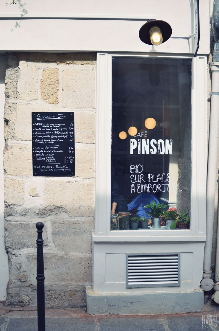 Café Pinson is located in the heart of the Upper Marais. Café Pinson promotes a healthy way of eating and enjoying sweets, and offers gluten free and vegan options and freshly squeezed juices.