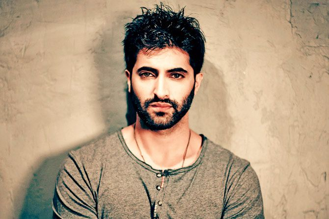 Akshay Oberoi Filmography – Get Complete Information of Akshay Oberoi movie list from 2002-2017 to till date. Also get the complete list of Akshay Oberoi latest and upcoming Bollywood films till now.