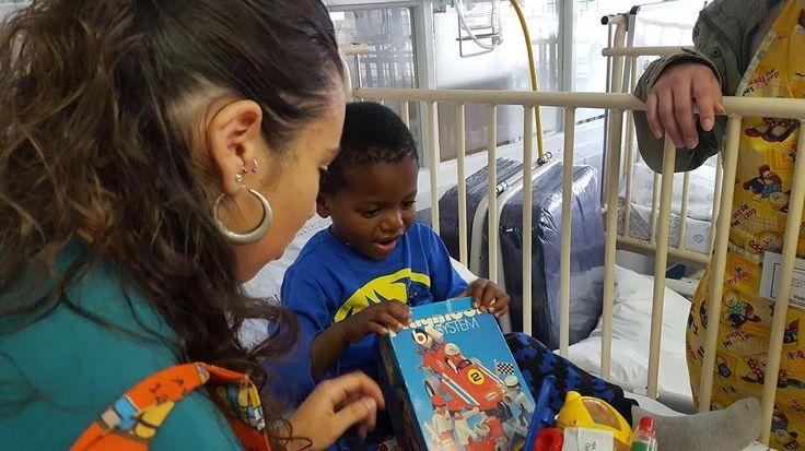 Posiblemente de los programas que más nos gustan:  Voluntariado en #Sudáfrica  Carla está participando del programa social del  único hospital pediátrico especializado en Sudáfrica.  Esperamos ansiosos su vuelta para saber todos los recuerdos llenos de emociones que traerá a su regreso.  #áfrica #solidaridad #social #Ayuda #niños #Niñas #ONG #Verano #Inglés #Idiomas #VeranoDiferente #english