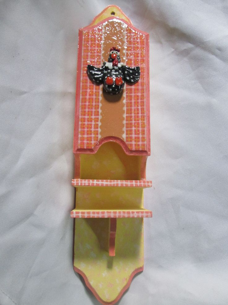 fosforera de madera pintada y adornada con figura en porcelana fría