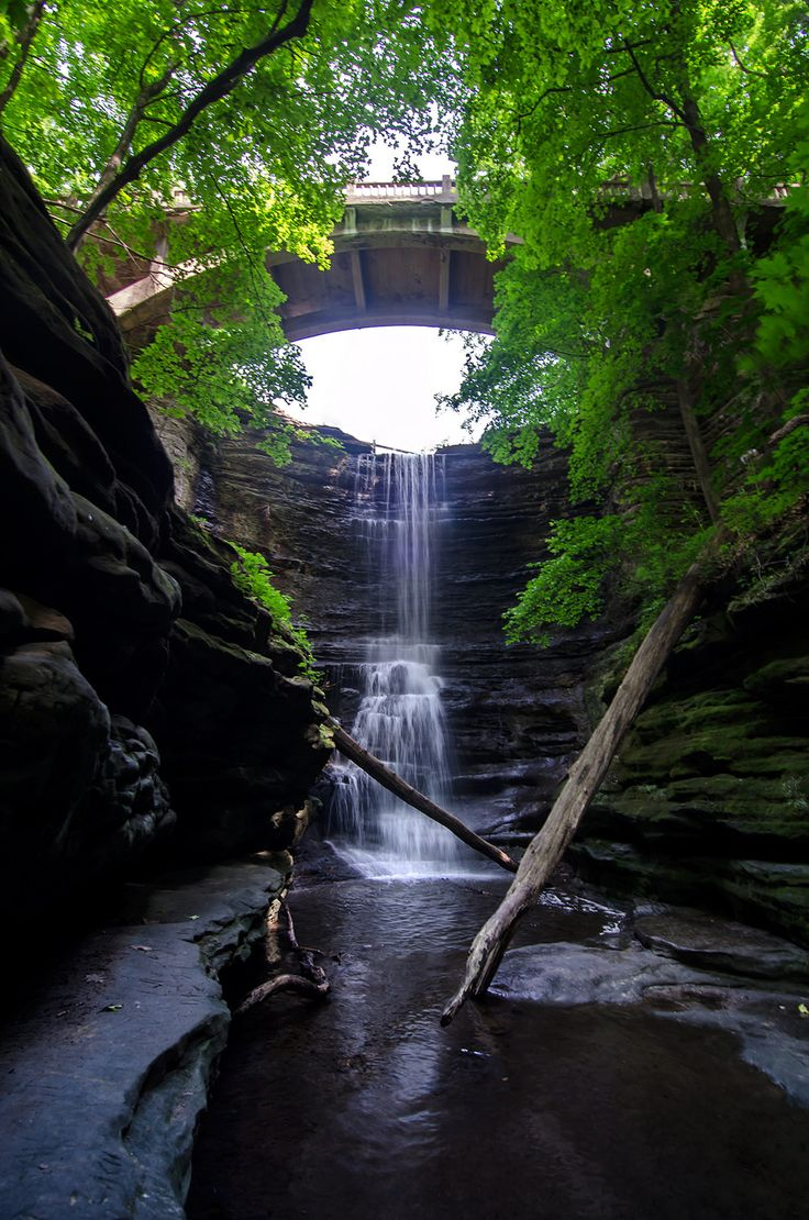 4 Great Hiking Destinations with Waterfalls in Illinois | RootsRated