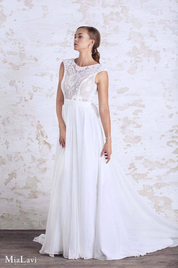 Lace and romantic wedding dress 1743, Mia Lavi 2017