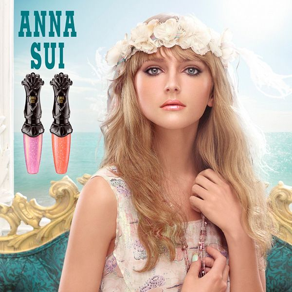 Loving this look from Anna Sui which is ideal for the office.  Ethereal and professional