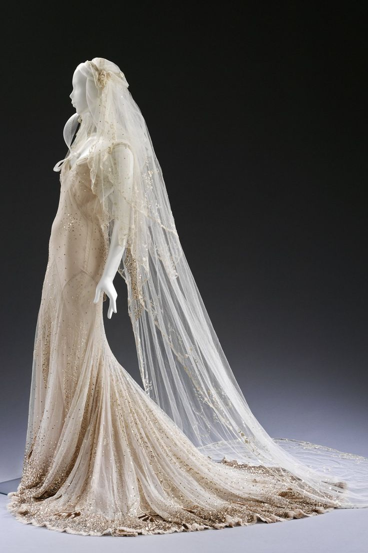 Gwen Stefani & Kate Moss' wedding dresses up-close