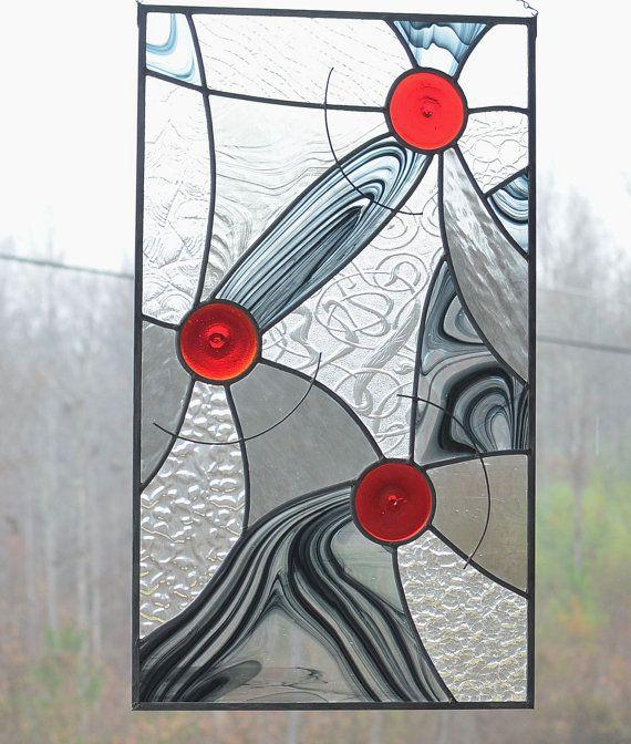 Les gens me demandent où puis-je me procurer mes idées pour vitraux. Eh bien, mes idées viennent de photos, lieux, foi, nature et clients.