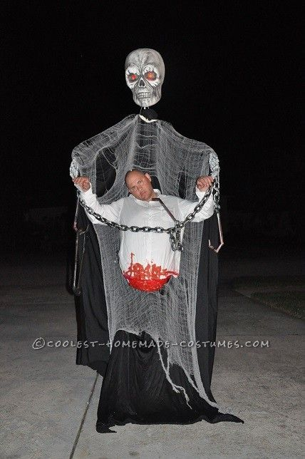 giant skeleton victim illusion scary halloween costumes homemade costume contest - The Scariest Halloween Costumes