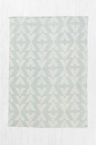 Moa 5x7 Rug in Grey - Urban Outfitters