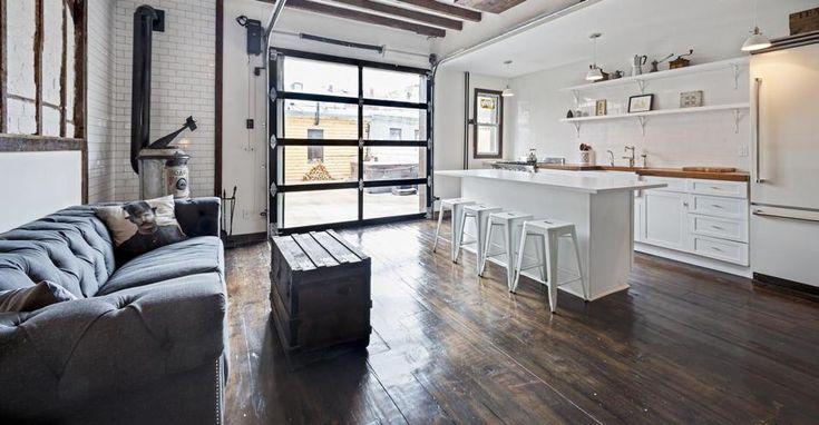 Rifugio country. Cuore del B&B, la cucina è il luogo dove gli ospiti si ritrovano per socializzare. La stufa in ghisa riscalda l'ambiente durante le serate invernali, creando un'atmosfera ideale per chiacchierare.