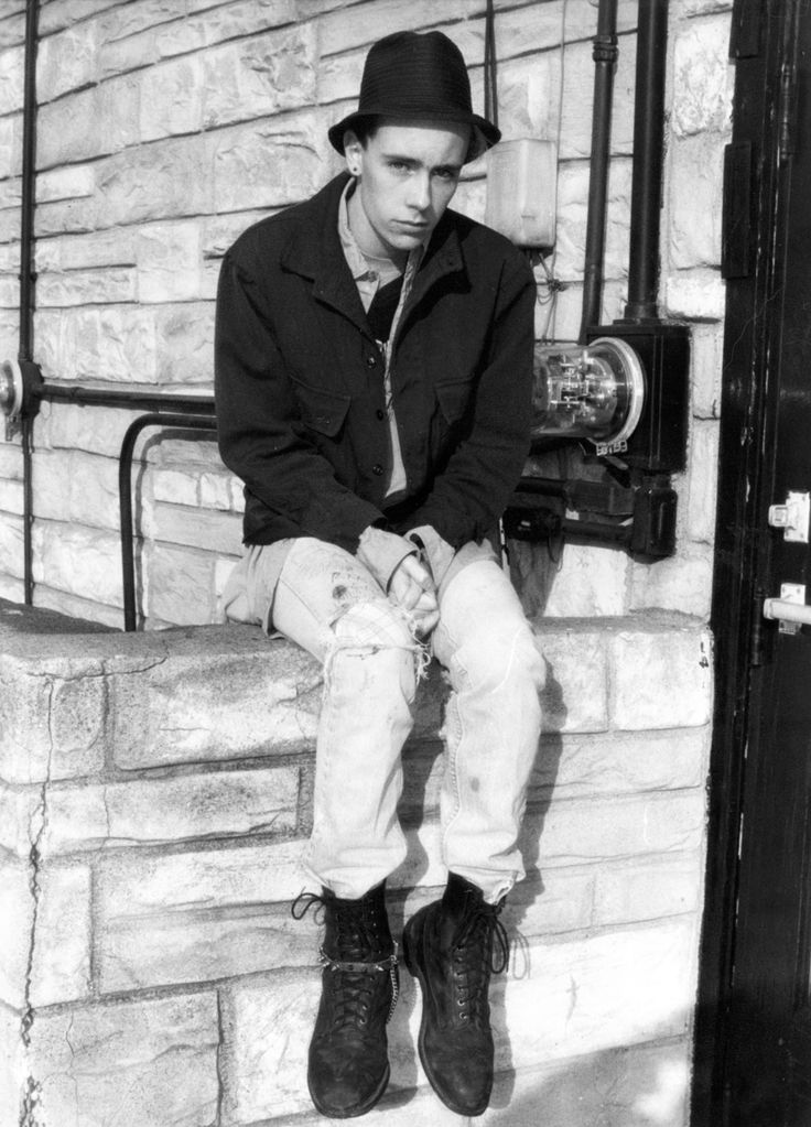 moda-punk-ragazzo-anfibi-dr-martens-1984