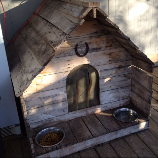 Pallet wood dog house, Like how bowls have a place and stay there