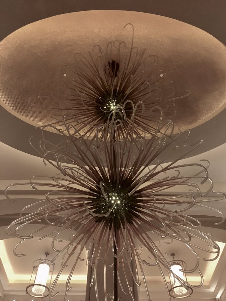 "tracygrahaminteriors on Twitter: ""TRACY GRAHAM INTERIORS Bespoke Sunflower glass light installation #bespokeglasslighting #glasslighting #interiordesign https://t.co/LpvWImjcRU"""