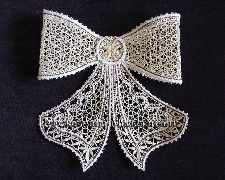 .Женский галстук- модный аксессуар, который украсит костюм, сделает образ   обаятельным, оригинальным и стильным..Ассортимент женских галстуков очень широк.Это и обычные мужские галстуки, и галстуки-бабочки, банты и бантики. Чаще всего женщ...