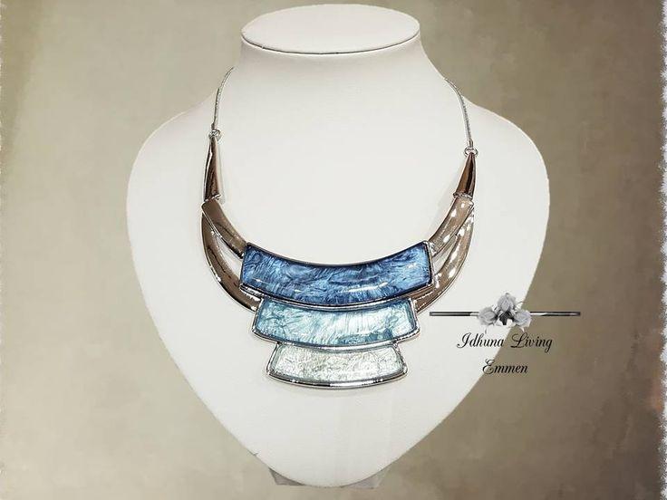 Luxe korte halsketting zilver-blauw met 3 bogen Afm. 36-41cm.